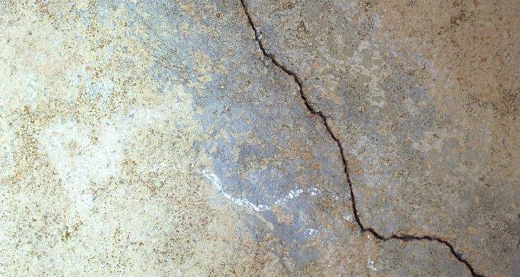 La cantera puede propiciar las grietas en muros de mampostería mediante la reducción de líneas en la superficie de la pared por medio de juntas de control.
