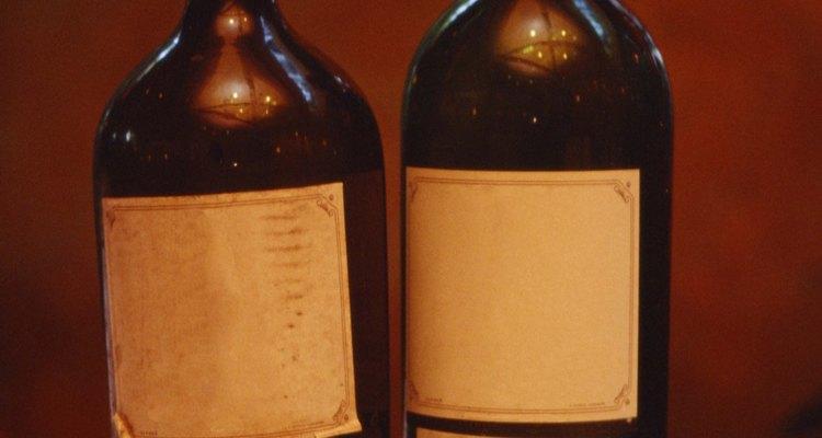 Los vinos tintos son añejados en barricas y botellas.