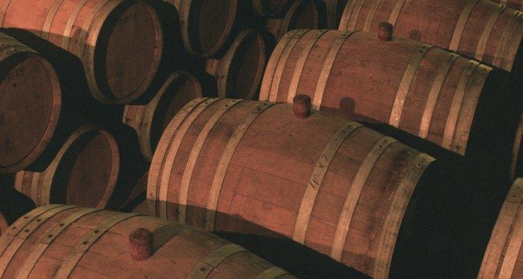 Os barris devem ser mantidos limpos para deixar os vinhos que armazenam com sabor agradável