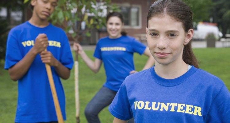 Los adolescentes se sienten atraídos por los programas de voluntariado por múltiples razones, incluyendo el deseo de marcar una diferencia.