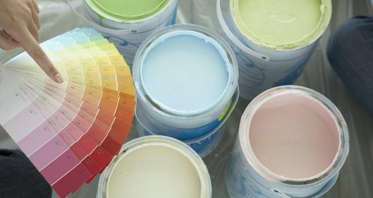 Las pinturas de exterior pueden contener pesticidas, que no son apropiados para su uso en el interior.