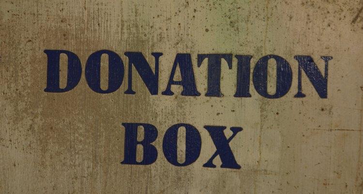 Caixas de doação são frequentemente usadas em eventos de caridade