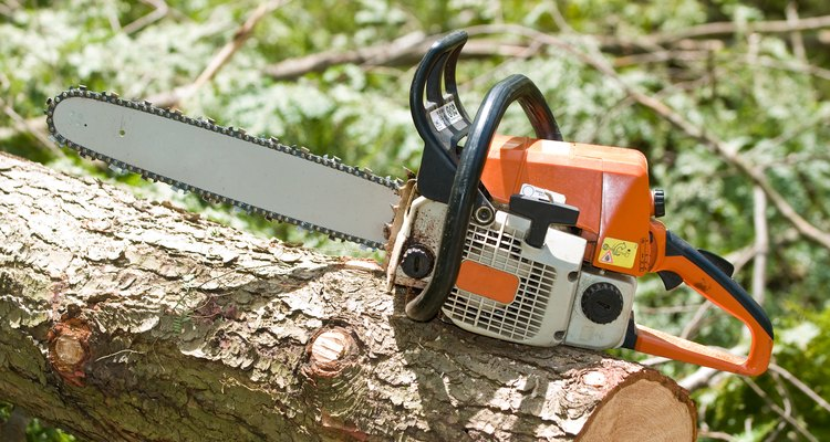 The Stihl  028 AV is a mid-range chainsaw.