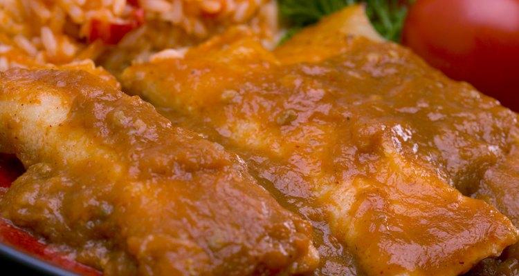 Las tortillas de maíz son usadas para hacer enchiladas.