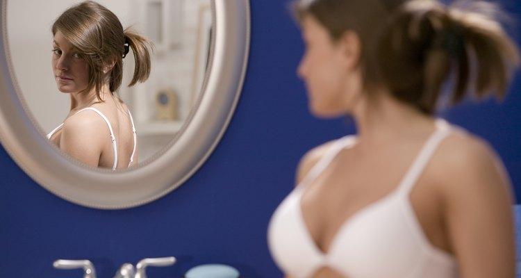 Os pelos nos seios incomodam muitas mulheres
