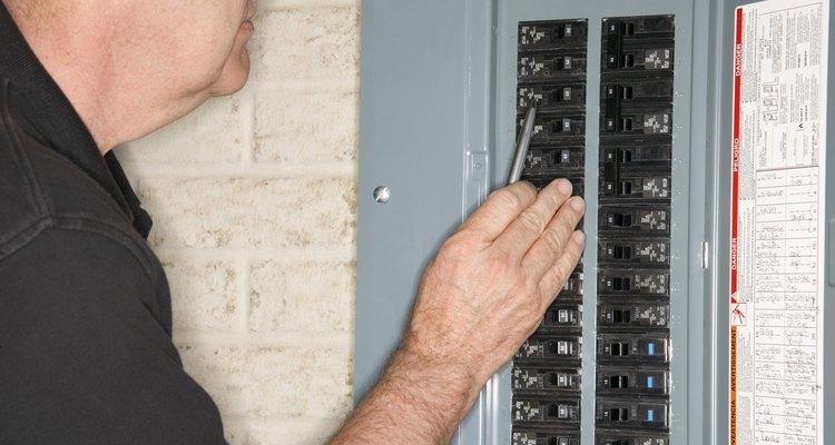 Disjuntores e fusíveis são itens de segurança imprescindíveis em qualquer instalação elétrica
