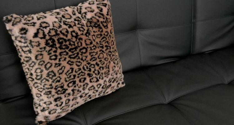 Toma estos simples consejos para limpiar tus muebles de vinil.