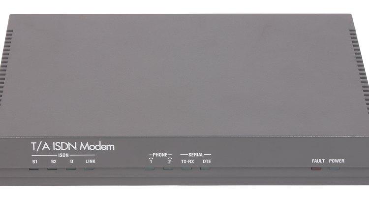 Os modens podem mandar e receber dados através de linhas de telefone