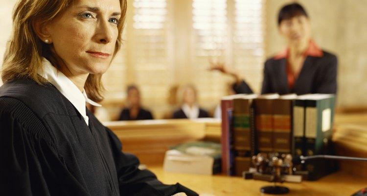 Os juízes consideram todas as circunstâncias de um caso antes de dar a sentença
