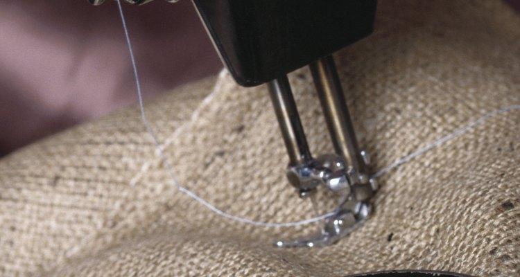 Agulhas quebrando em máquinas de costura são um problema comum