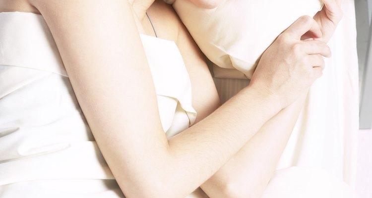 Un tratamiento nocturno para el cabello ayuda a restaurar la humedad perdida para mantener la salud de tu cabello.