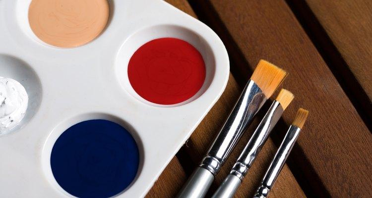 Misture sua tinta bronze com tinta acrílica