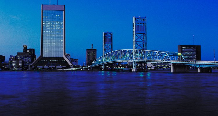 Jacksonville tiene vistas al océano Atlántico, en el noreste de Florida.