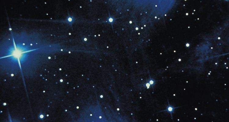 Projete uma constelação na parede do seu quarto usando uma caixa de sapato