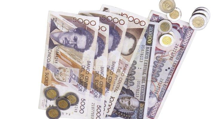 El 13 de marzo del 2000 el dólar estadounidense se convirtió en la moneda oficial de Ecuador, reemplazando al sucre.