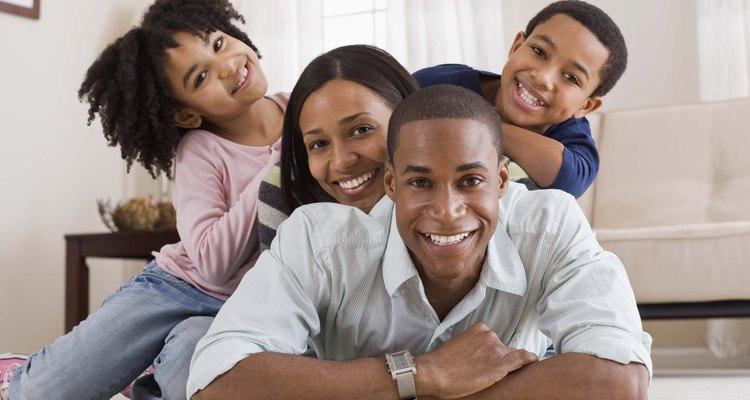 Los niños son más felices cuando sus padres tratan a todos los hermanos por igual.