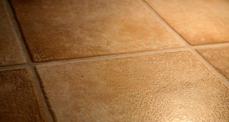 Los azulejos pequeños y grandes tienen efectos diferentes que pueden mejorar el espacio.