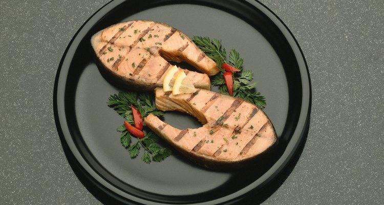 El salmón es una buena fuente de EPA y DHA.