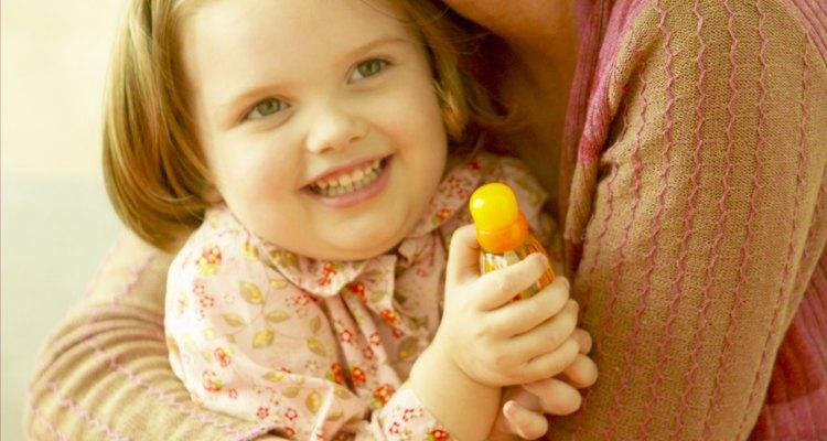 Si un niño no recibe un cuidado adecuado, el asistente social debe decidir qué sería lo mejor para él.