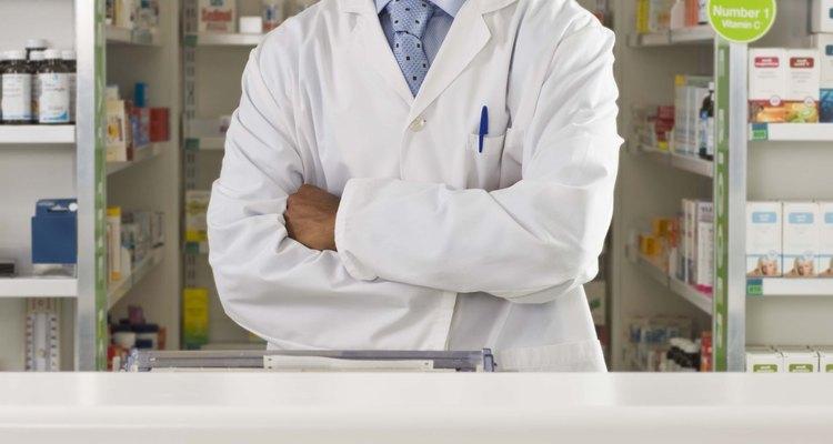 Los farmacéuticos están muy bien remunerados por sus conocimientos en medicina.