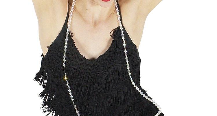 Si bien las melenas cortas se hicieron populares en los 20, algunas mujeres continuaron usando su cabello largo.