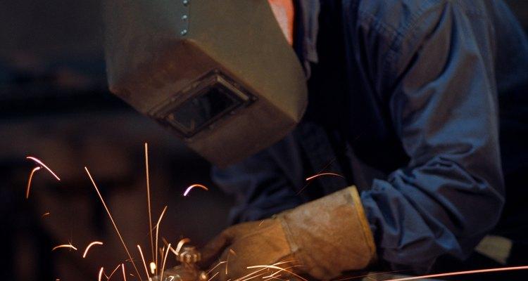 A soldagem pode criar respingos de metal que são difíceis de limpar