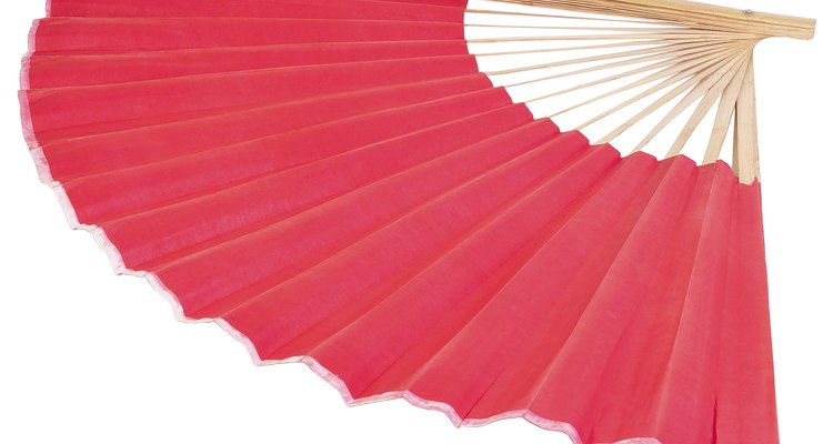 Making a hand fan is simple and convenient