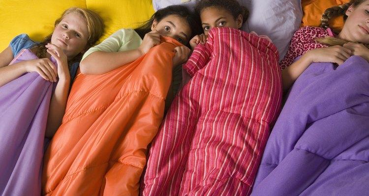 Crea la fiesta de pijamada perfecta para tu pre-adolescente con un tema muy femenino.