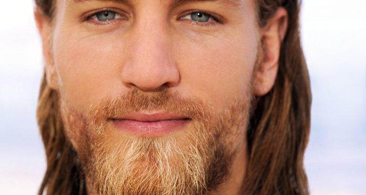 Las barbas gruesas son una forma común del vello facial para hombres.