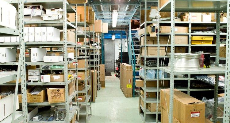 Los negocios mantienen inventarios para fabricar productos.