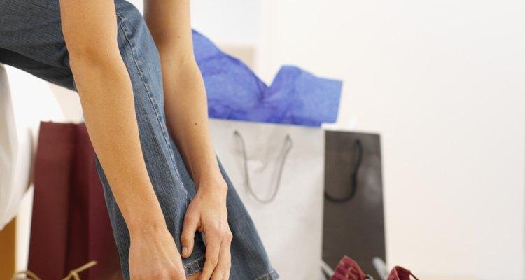 O vendedor de sapatos é o profissional encarregado de encontrar o modelo mais adequado ao cliente