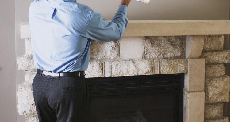 La pintura de esmalte se puede aplicar en las paredes.