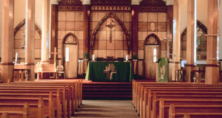 La apertura a la creación de nueva vida se considera como parte del compromiso de las parejas en el matrimonio cristiano.