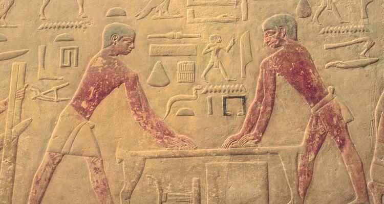 Os hieróglifos foram apenas um dos antigos sistemas de escrita egípcios