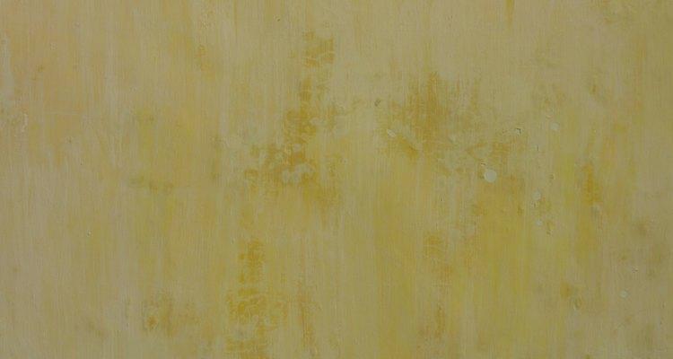 Una pared muy sucia o grasosa puede requerir productos de limpieza más fuertes.