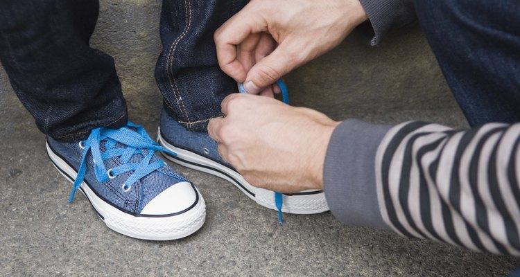 Las zapatillas de lona se pueden personalizar con pintura.