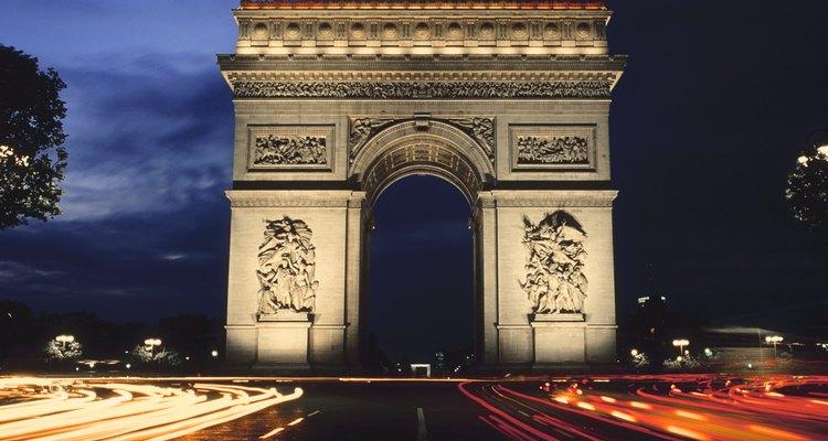 Arco do Triunfo ao anoitecer