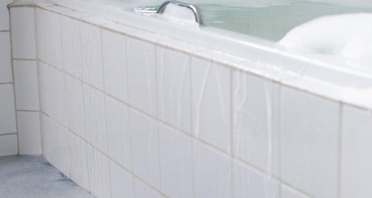 Banheiras cheias de água e com um ocupante podem pesar mais de 450 kg