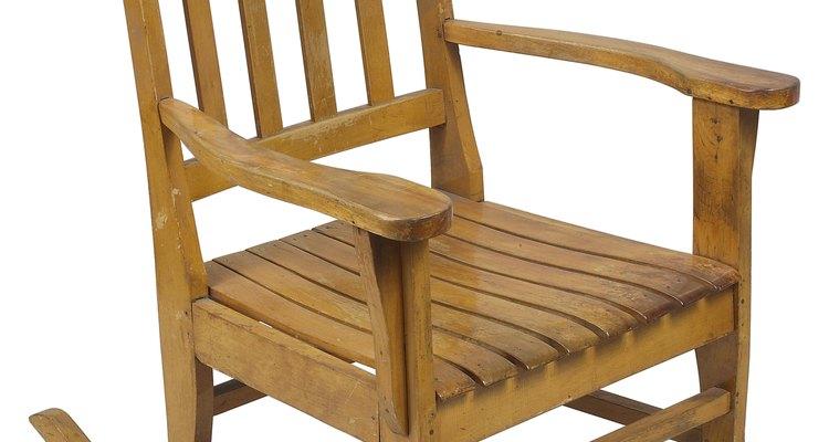 Las sillas reciben mucho abuso con el uso y los movimientos, llevando a quebraduras y rajaduras en las patas.