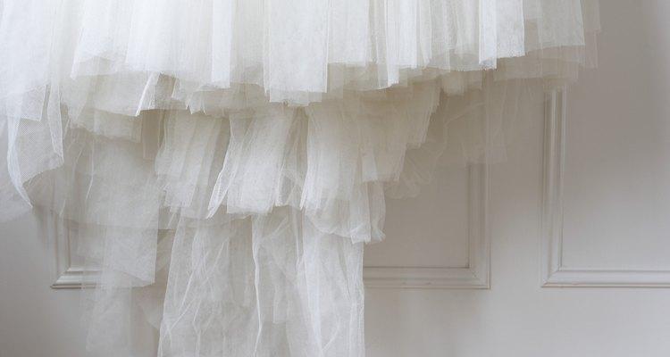 O tule é um material bastante fino e delicado, geralmente associado a casamentos