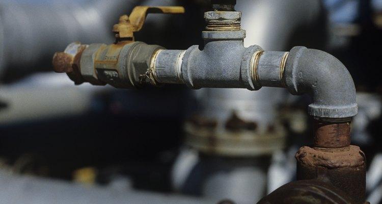El sellador blanco para tuberías se utiliza en las roscas cortadas para ajustarlas a las tuberías.