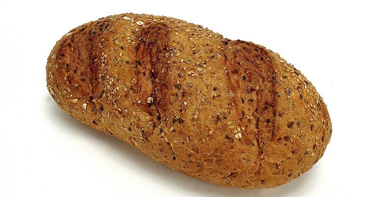 """Asse o pão para realizar a atividade que ensina sobre Jesus ser o """"Pão da Vida"""""""