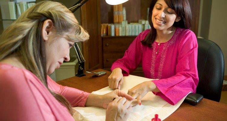 El esmalte de uñas en gel Axxium debe ser quitado cuidadosamente para evitar dañar las uñas.