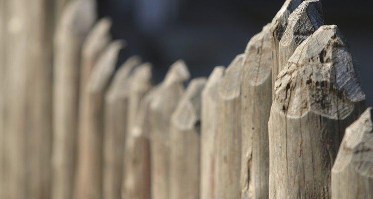 Las bardas de postes pueden ser construídas a cualquier altura deseada para proteger la privacidad.