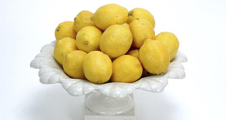 Es un hecho: el ácido cítrico de los limones aclara el cabello seco.