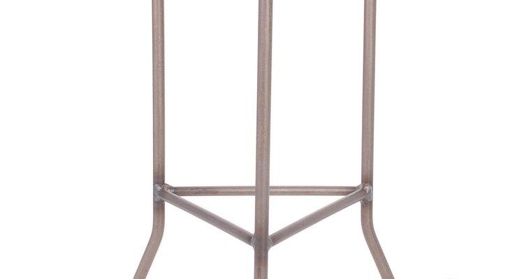 El mobiliario de piedra combina con el estilo romano.