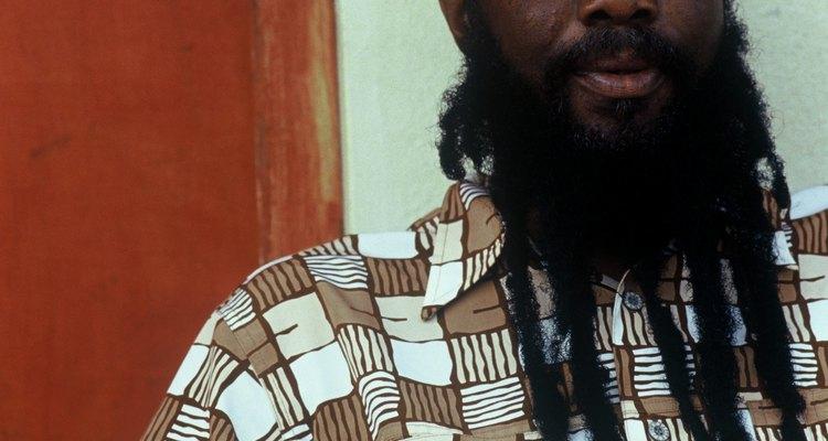 Faça dreads em sua barba com a ajuda de uma cera especial