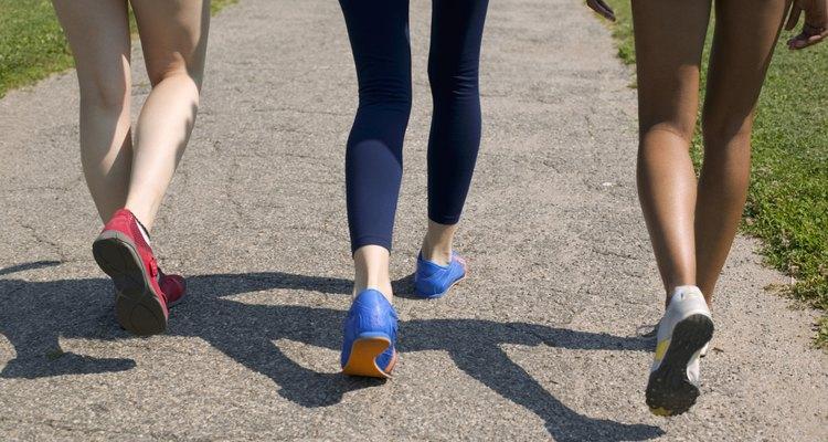 Usa pantalones de yoga o mallas de lycra para resaltar tus piernas.