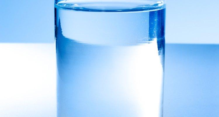 Beber água pode causar azia