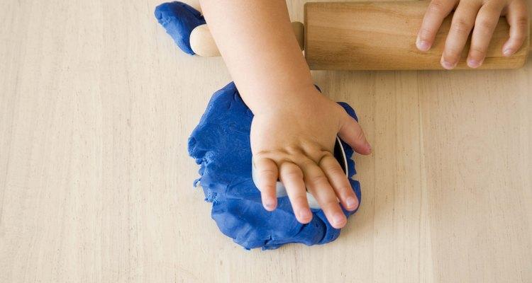 Muchas de las actividades manuales ayudan a que los niños con síndrome de Down desarrollen su motricidad fina.